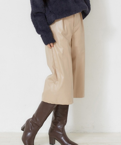 MEW'S REFINED CLOTHES(ミューズリファインドクローズ)の「エコレザーガウチョパンツ(その他パンツ)」 ベージュ