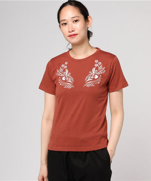 刺しゅう使いTシャツ