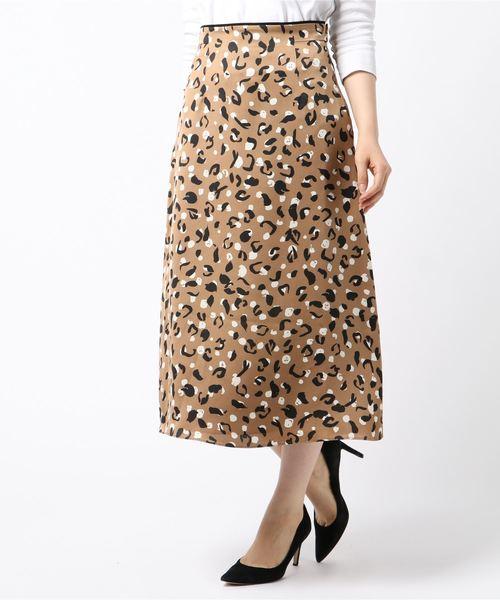 allureville(アルアバイル)の「アニマルドットサテンフレアスカート(スカート)」|キャメル