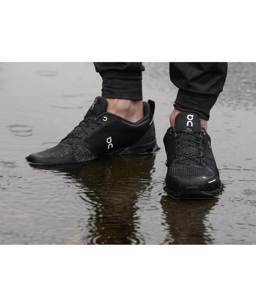 オン On Cloudflyer  クラウドフライヤー waterproof ウォータープルーフ Black & Lunar 1199995