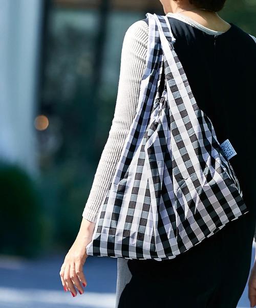 KIND BAG(カインドバッグ)の「〈KIND BAG/カインドバッグ〉プラスチック再生エコバッグ(エコバッグ/サブバッグ)」|ブラック×ホワイト