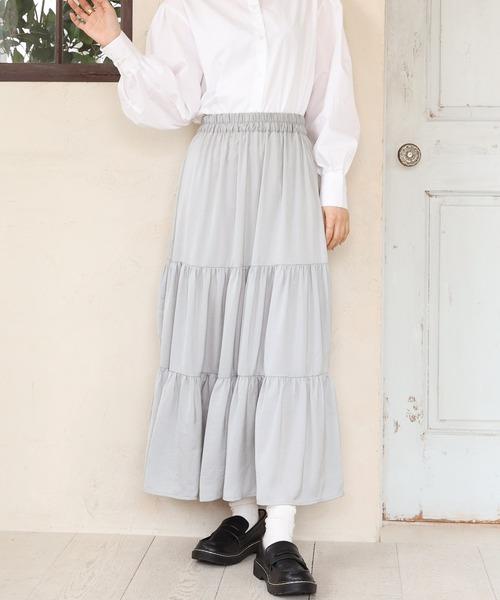 サテンティアードスカート