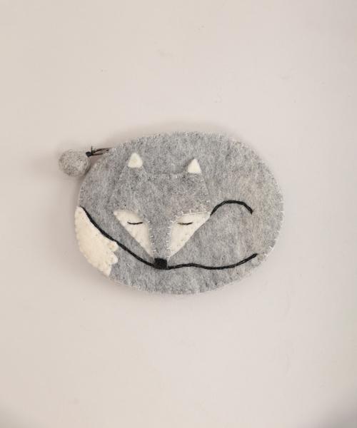 Fillil(フィリル)の「Hand made*きつねのおやすみフェルトポーチ(ポーチ)」|ライトグレー