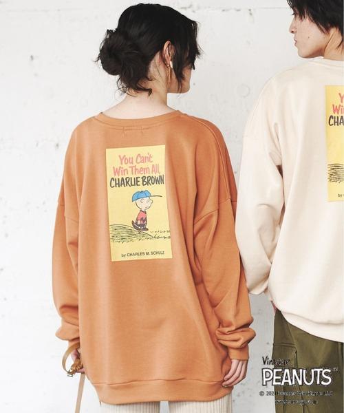 PEANUTS(ピーナッツ)の「【PEANUTS/ピーナッツ】スヌーピー 70周年アニバーサリー チャーリーブラウンバックプリント刺繍裏毛クルーネックスウェット/トレーナー(スウェット)」|オレンジ