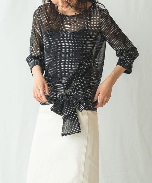 モノトーンプリント裾リボン七分袖ブラウス