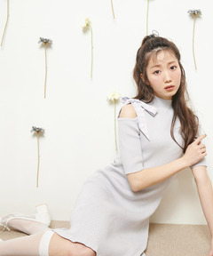 【=LOVE 大谷映美里コラボアイテム】ワンショルリボンニットワンピース