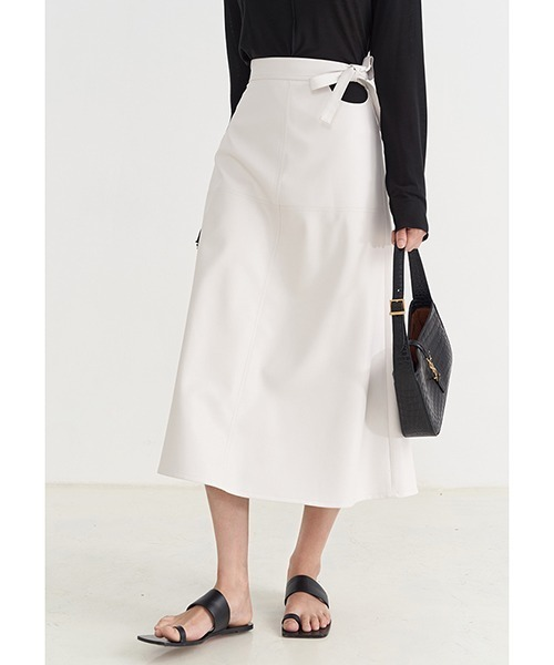 【Fano Studios】【2021AW】Bow-knot A-shaped fake leather skirt FX21B055