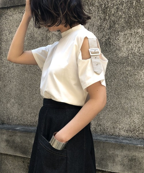 &g'aime(アンジェム)の「【&g'aime】オープンショルダーベルト付きTシャツ(Tシャツ/カットソー)」|ホワイト