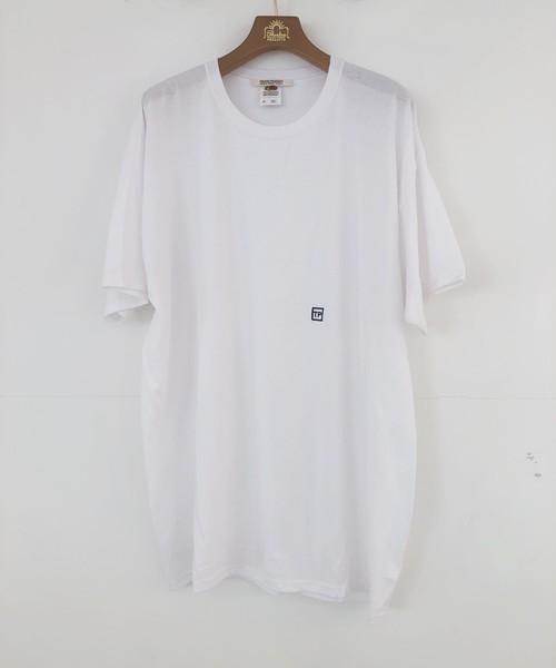 THEATRE PRODUCTS(シアタープロダクツ)の「イニシャル刺繍 Tシャツ(Tシャツ/カットソー)」 ホワイト