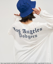 【MLB】OLD ENGLISHロゴロングスリーブTシャツオフホワイト