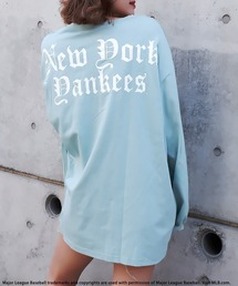 【MLB】OLD ENGLISHロゴロングスリーブTシャツカーキ