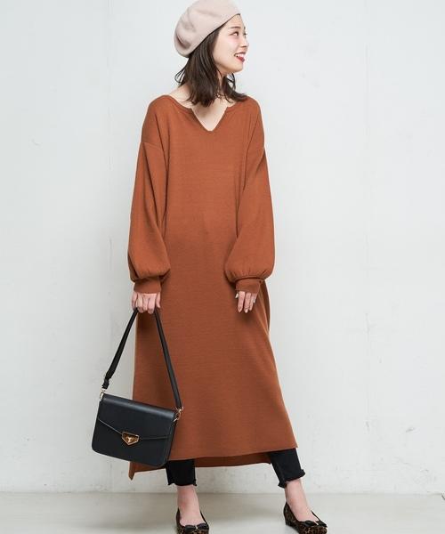 natural couture(ナチュラルクチュール)の「キーネックニットワンピ(ワンピース)」|キャメル