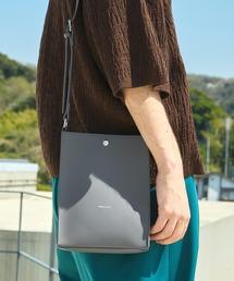 シンセティックレザー ロゴ刻印 スクエアショルダーバッグ(型押しクロコ/スムース)EMMA CLOTHESスモークグレー