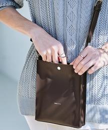 シンセティックレザー ロゴ刻印 スクエアショルダーバッグ(型押しクロコ/スムース)EMMA CLOTHESダークブラウン