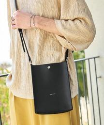 シンセティックレザー ロゴ刻印 スクエアショルダーバッグ(型押しクロコ/スムース)EMMA CLOTHESブラック
