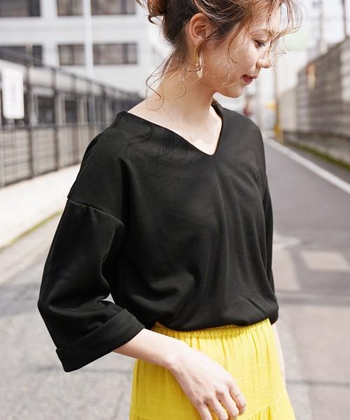 reca(レカ)の「スリット入りVネックカットソー(Tシャツ/カットソー)」|ブラック