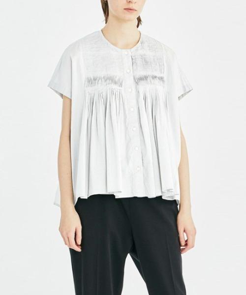 ピンタックノースリーブシャツ