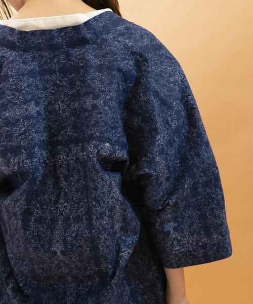 インディゴフラワーパターンレイバーシャツ