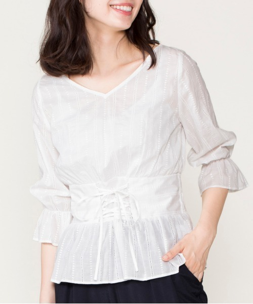 12Twelve Agenda(トゥエルブ アジェンダ)の「綿ストライプ刺繍コルセット風ブラウス(シャツ/ブラウス)」|オフホワイト