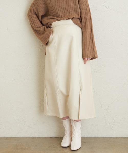 natural couture(ナチュラルクチュール)の「エコレザーAラインスリットスカート(スカート)」|アイボリー