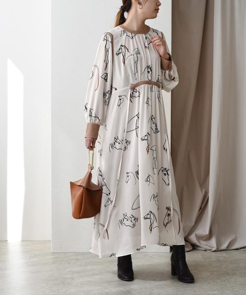 パイピングデザイン ホースプリントドレス