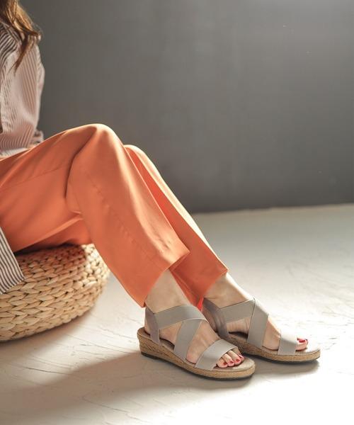 SESTO(セスト)の「ゴムでフィットするので靴ズレしにくい3.5cmヒールゴムフィットサンダル※※(サンダル)」|ライトグレー