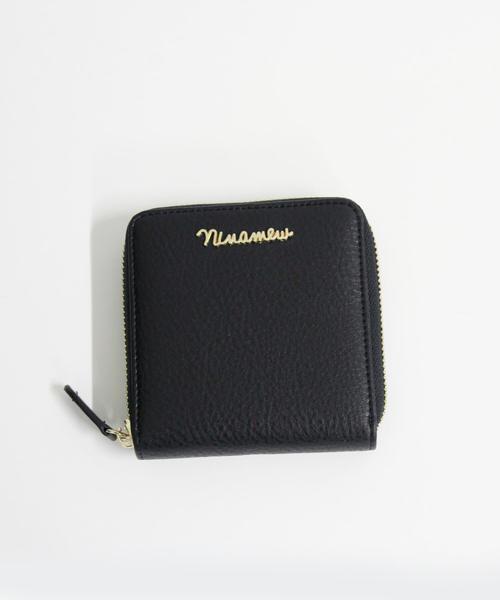 nina mew(ニーナミュウ)の「NInamewロゴコンパクトウォレット(財布)」|ブラック