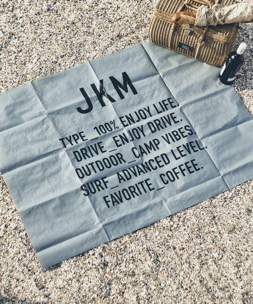 JACK & MARIE(ジャックアンドマリー)の「JKM レジャーシート TYPOGRAPHY(トラベルグッズ)」|グレー