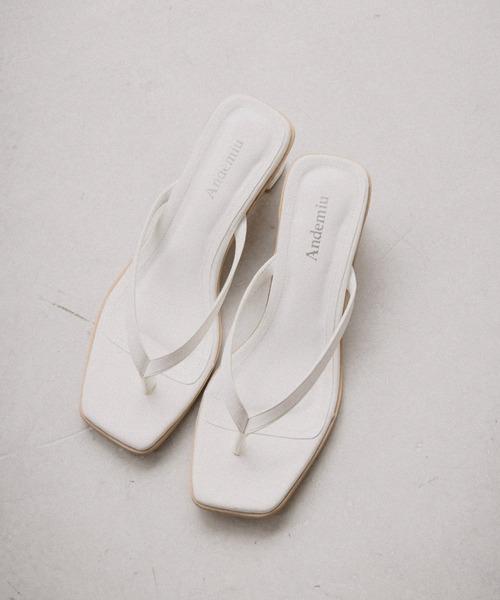 Andemiu(アンデミュウ)の「トングサンダル948014(サンダル)」 ホワイト