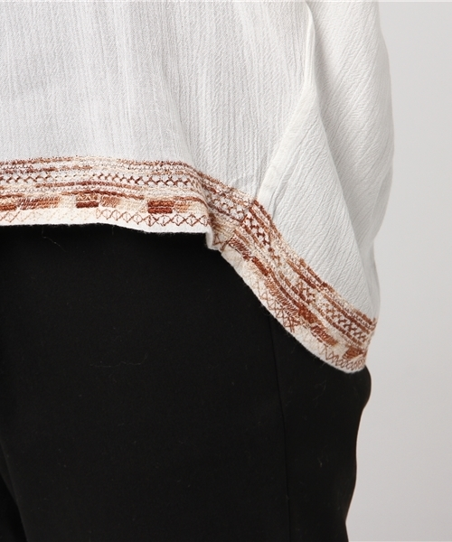 レーヨンクレープ刺繍タックブラウス